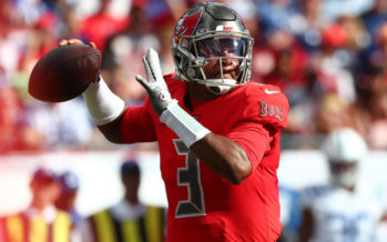 Jameis Winston struggling to grip football with hand injury